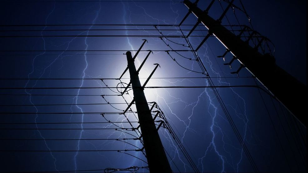 Storms leave thousands without power late Wednesday night